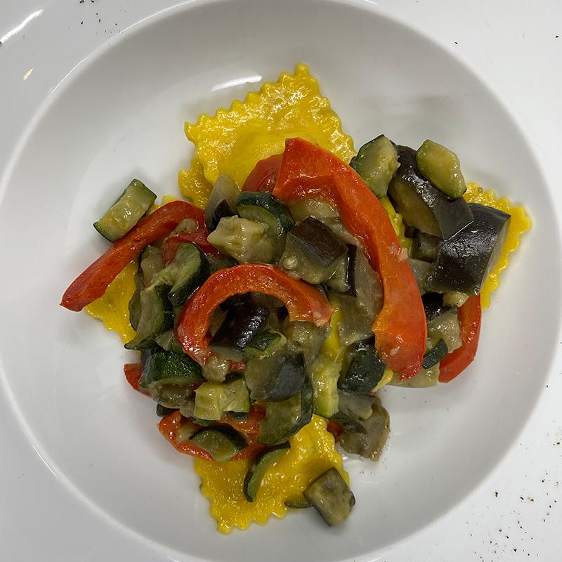 Ravioli di magro con verdure saltate
