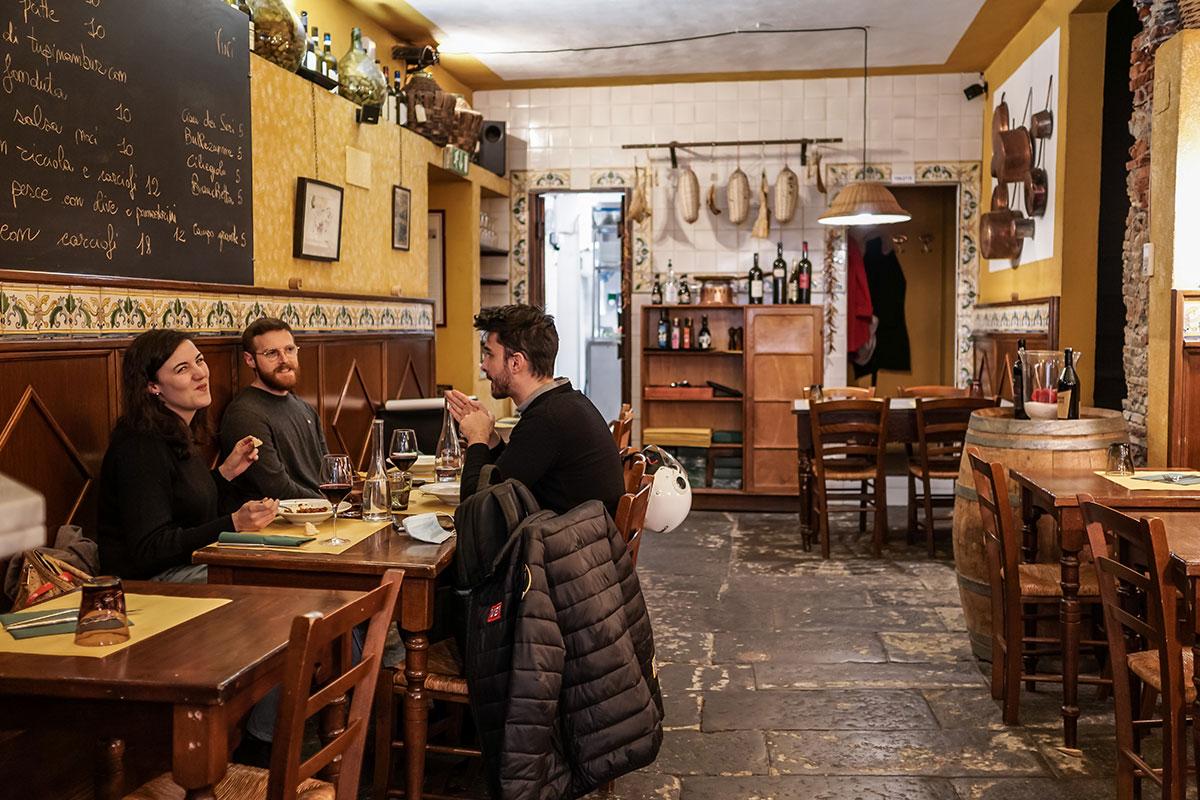 Locale tipico, trattoria rustica nel centro di Genova con specialità liguri. Osteria il Cadraio Genova Centro storico